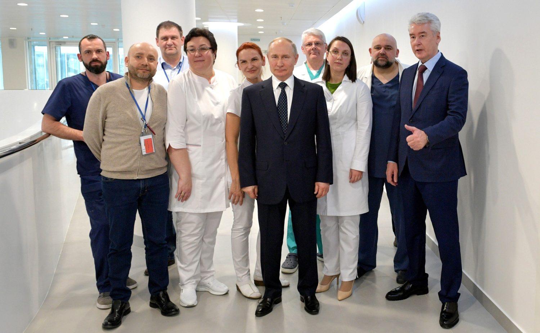 Путин проверил больницу в Коммунарке