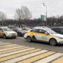 Власти Москвы подсчитали, сколько таксистов не соблюдают меры профилактики коронавируса