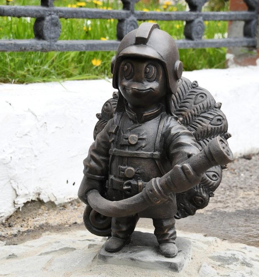 В Серпухове появилась скульптура павлина-спасателя