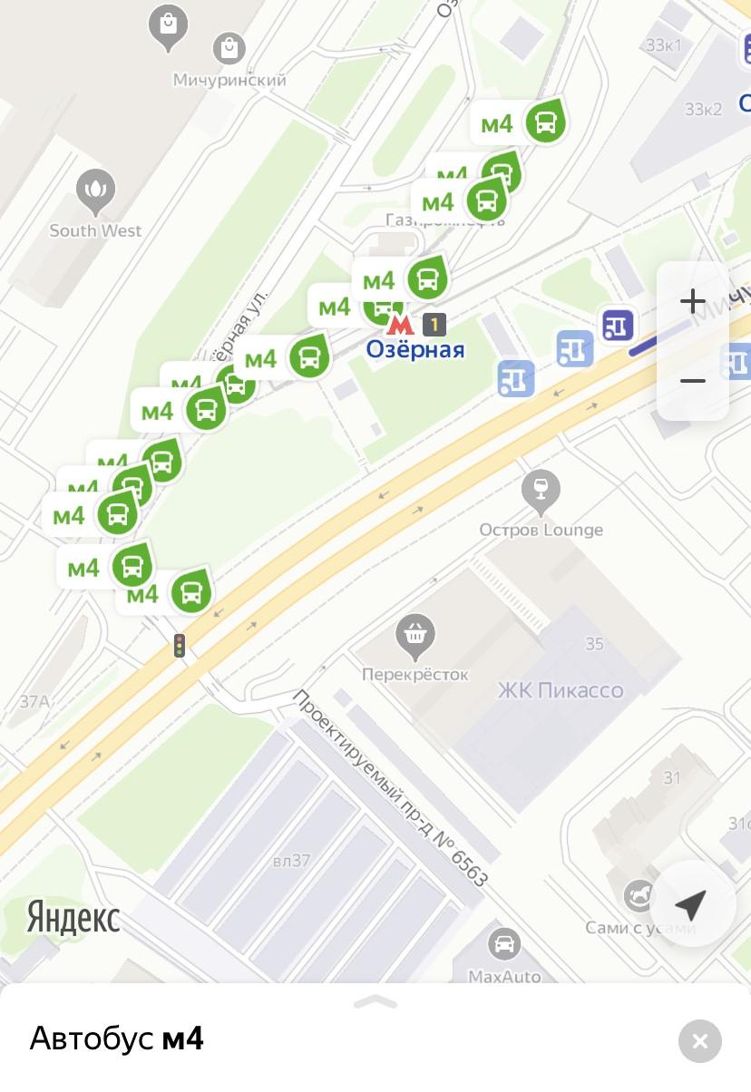 """Очередь из электробусов маршрута № м4 образовалась у станции метро """"Озерная"""""""