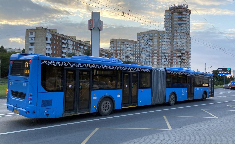 Множество автобусных маршрутов изменят осенью в Москве. Подробности