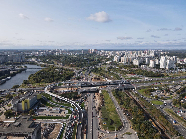Реконструкцию развязки Волоколамского шоссе с МКАД завершат до конца года