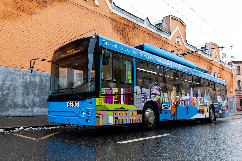 На музейном маршруте появился троллейбус, расписанный художником Виноградовым