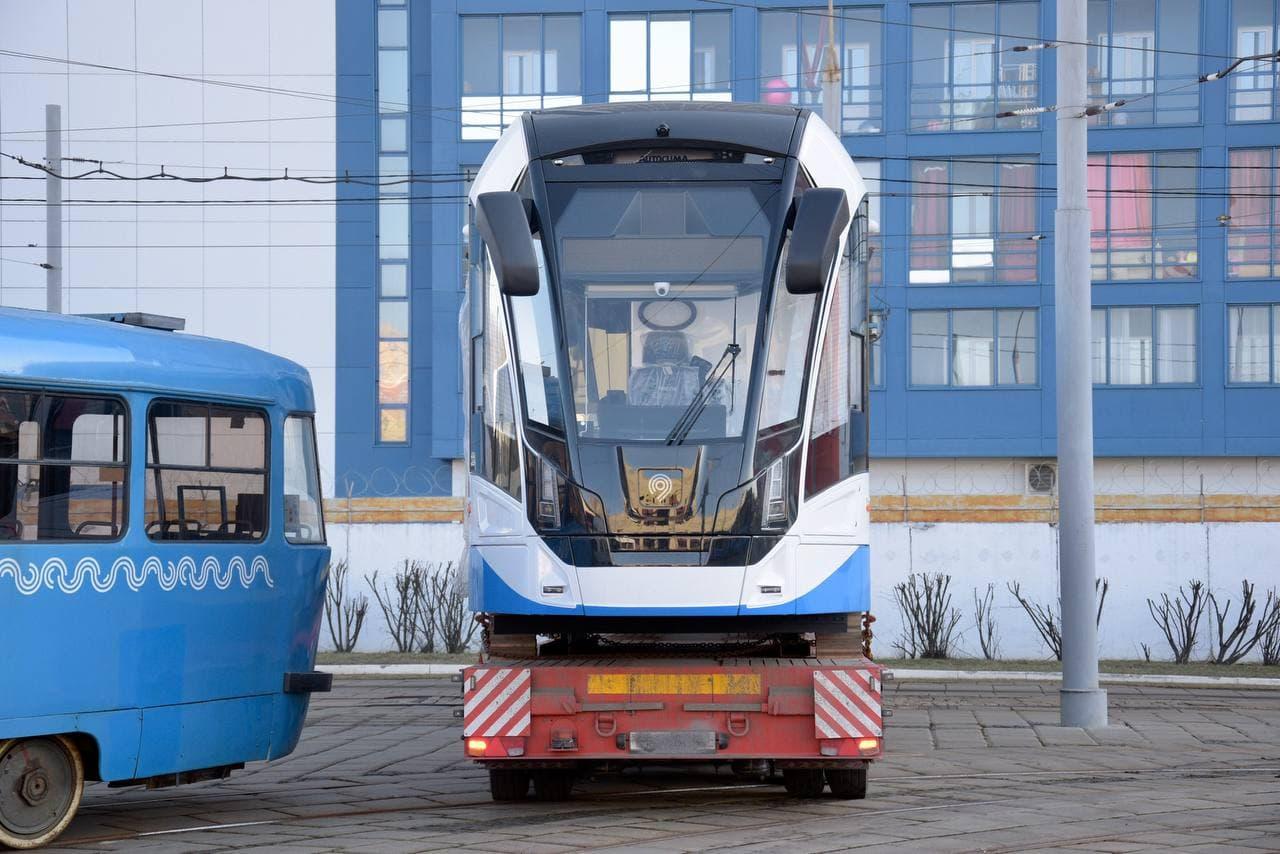 """В Москву прибыл первый трамвай """"Львенок"""""""