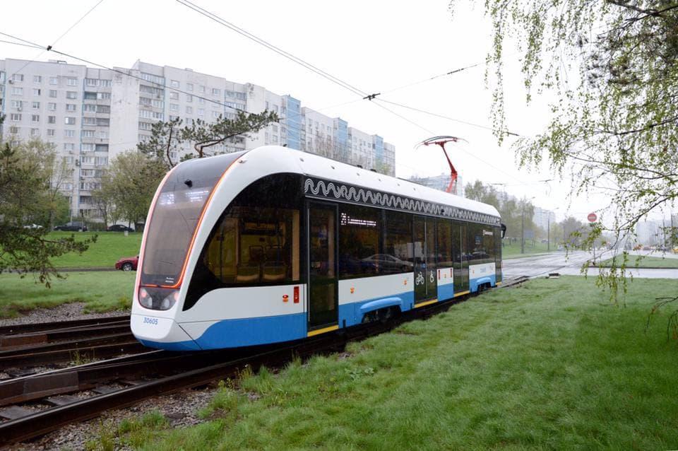 Новые односекционные трамваи вышли на маршруты в Москве