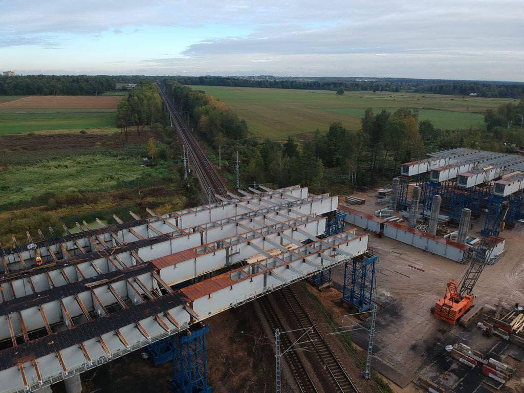 Монтаж пролетного строения путепровода завершился в Лобне над железной дорогой